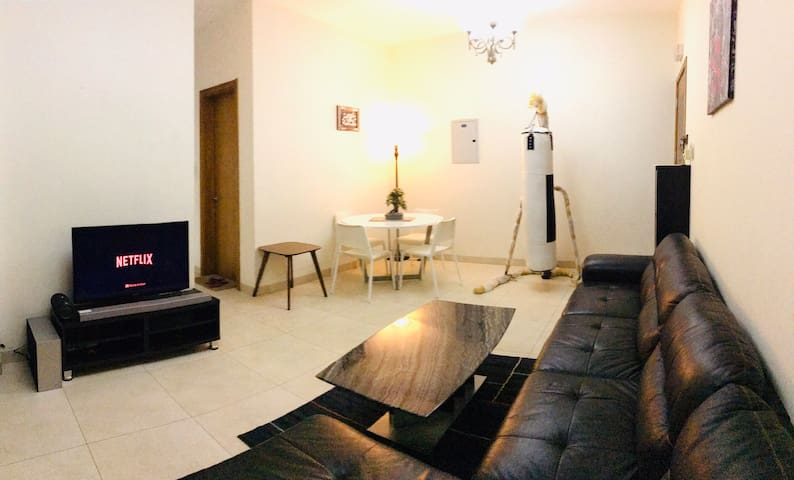 Cosy Apartment with Balcony & Netflix Near Highway