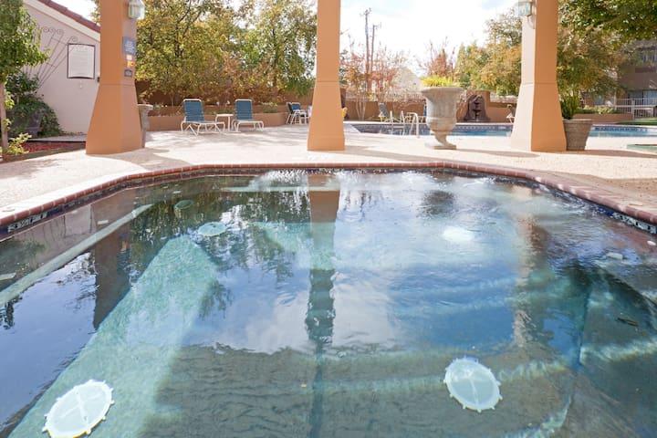 King Suite. Pool & Hot Tub. Free Breakfast. Near Texas Tech University & University Medical Center.