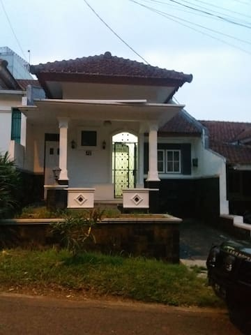Quiet Cozy House for rent @Bukit Sentul