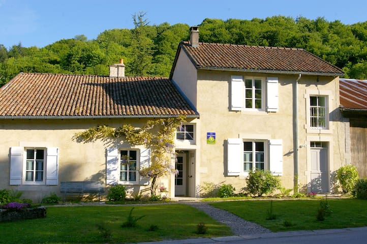 Jolie maison de village au calme - Vigneulles-lès-Hattonchâtel - Bed & Breakfast