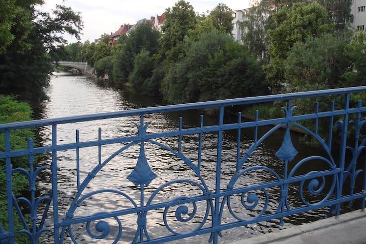 Landwehrkanal direkt vor der Tür