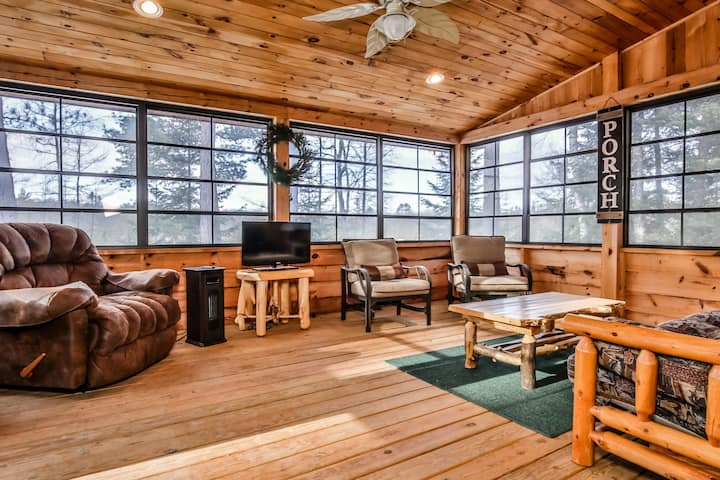 NEW LISTING! Friendly Confines - Hiller Vacation Homes