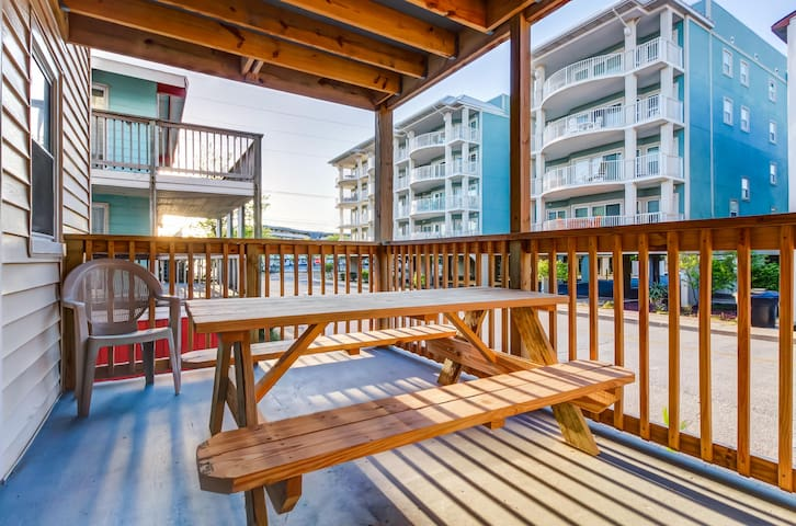 Oceanview, dog-friendly condo with easy beach access - walk the sand with ease!