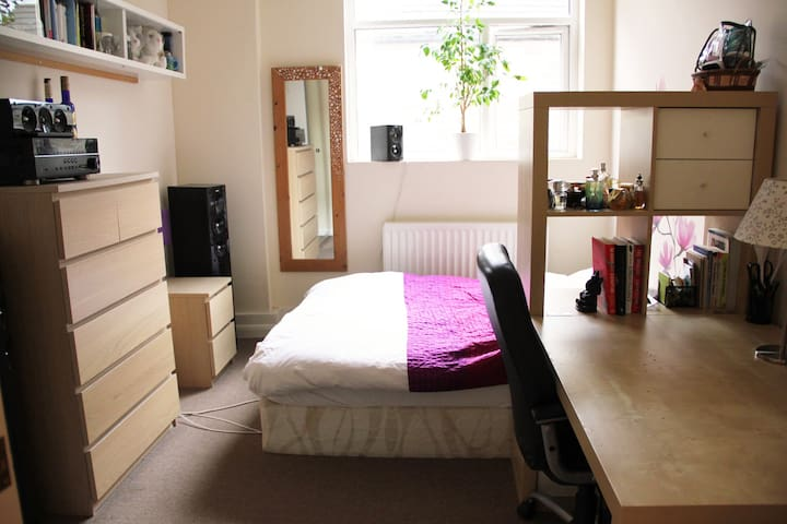 Spacious flat 1 min off Brick Lane / Shoreditch