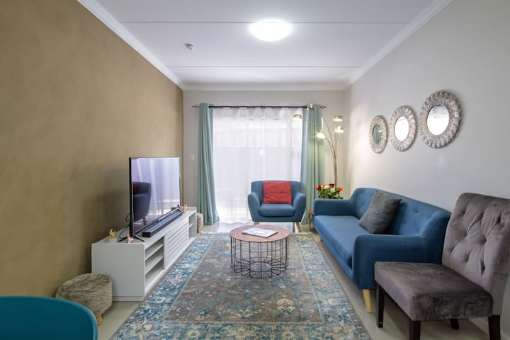 Pax's Private-Luxury Apartment with Garden & WiFi