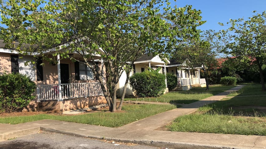 Two bedroom apartment in downtown Columbia