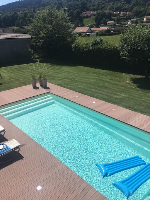Chambre dans belle villa oyonnax houses for rent in for Piscine oyonnax
