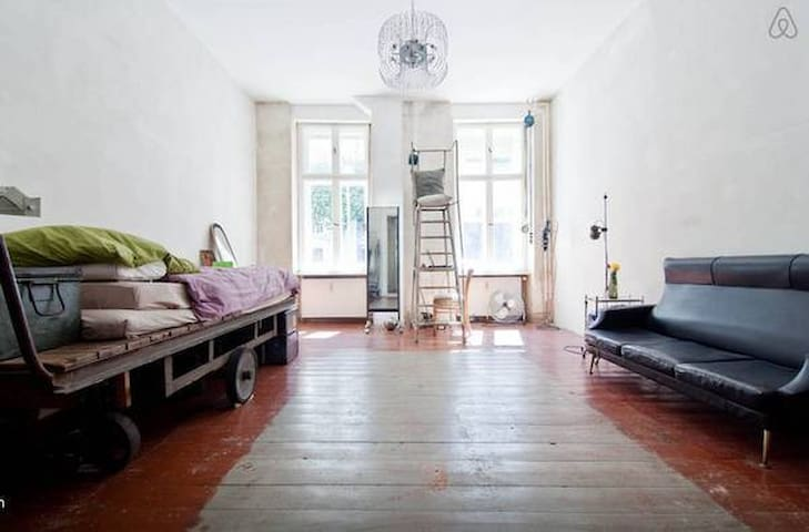 Room with artistic vibration - Berlin - Wohnung