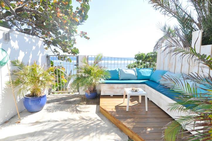 Maison de charme sur le lagon, avec jardin