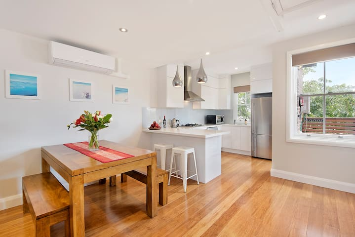 Lovely Modern Coogee Apartment