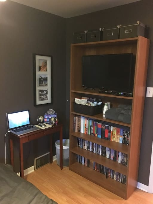 Great entertainement area.  TV with DVD and HD channels, movies and books, Laptop with internet for use and a basket with treat just for you.