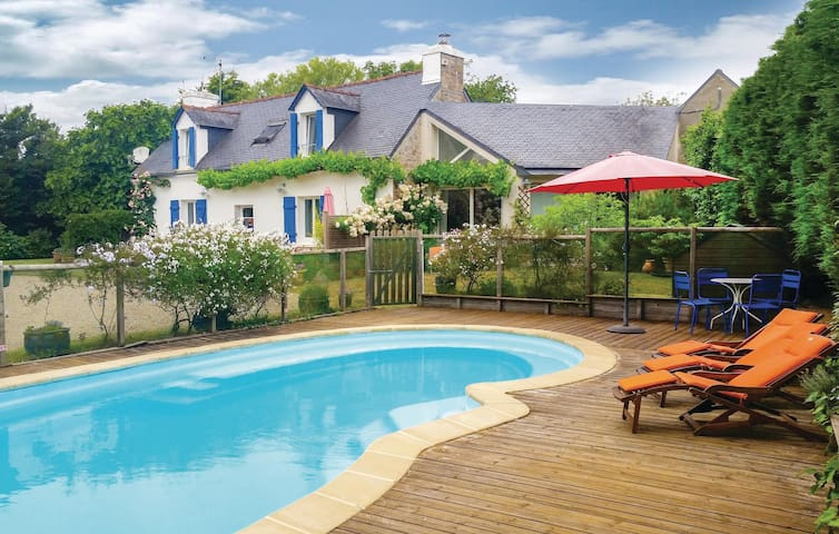 Semi-Detached with 2 bedrooms on 95 m² in Bénodet