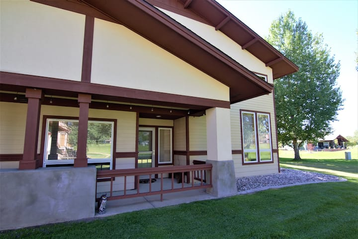 Bridger Creak Golf Course home with amazing views