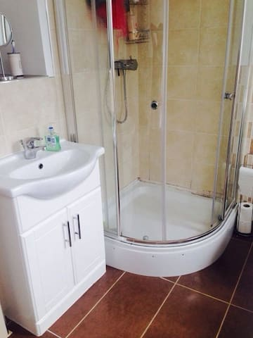 Beautiful Room  - Torry Double Bedroom - Aberdeen - Apartment