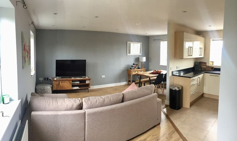 2 bed spacious maisonette close to Silverstone