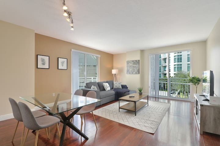 Dadeland Condo with views