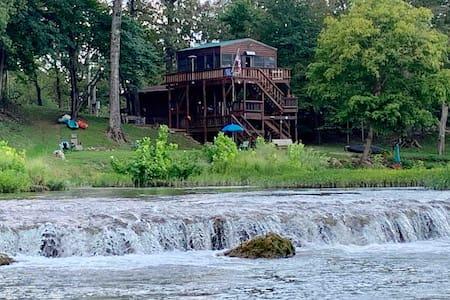 ❤️ Cabin on the river at Miramichee Falls.