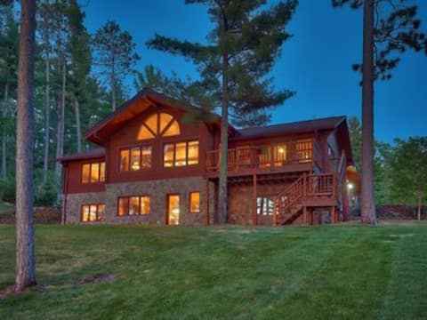 Melinda,Log home nestled in the Pines on Lake May.