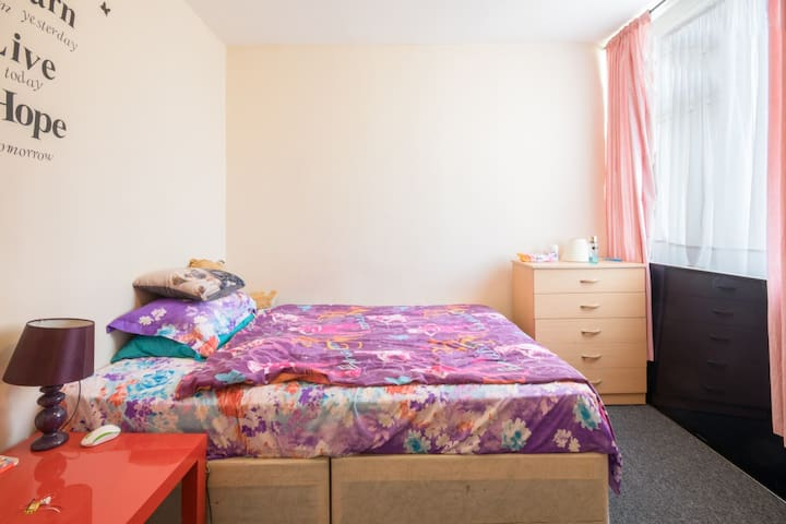 Beautiful and Bright Double Room in Wembley Park