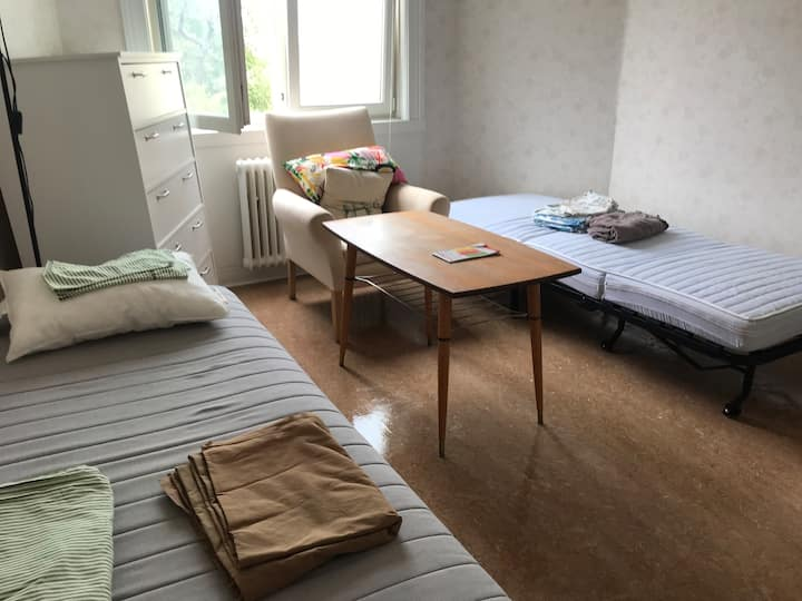 Cozyroom close to downtown withWifi