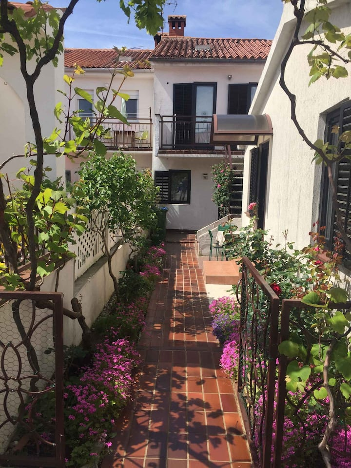 apartment for 2 persons in Poreč R90010