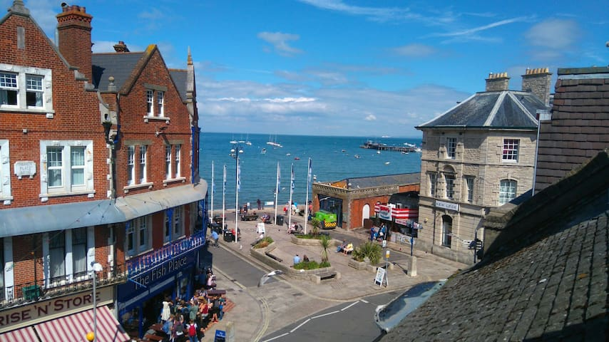 Sea view twin room in centre of Swanage