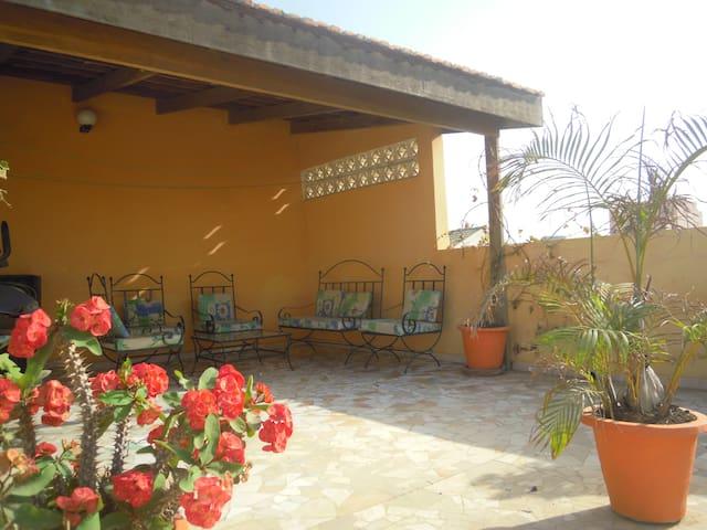 Chambre confortable dans  jolie villa Dakaroise