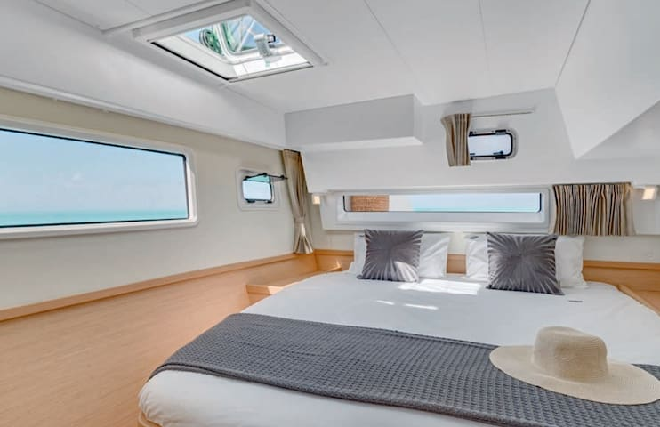 NEW!Unique experience, nights on the sea. Lagoon42