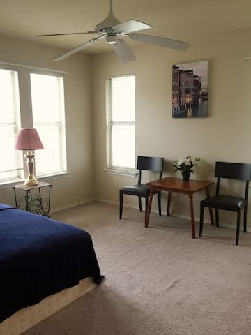Awesome Private Room Right Near Downtown Austin!!