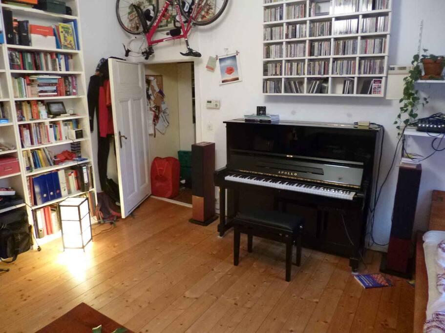 Es gibt ein Klavier.