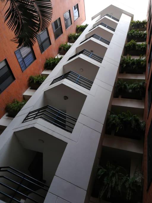 Fachada del edificio, tiene ascensor