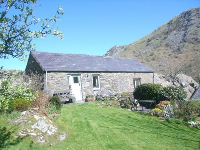 2 bedroom cottage on Snowdon - Nant Peris