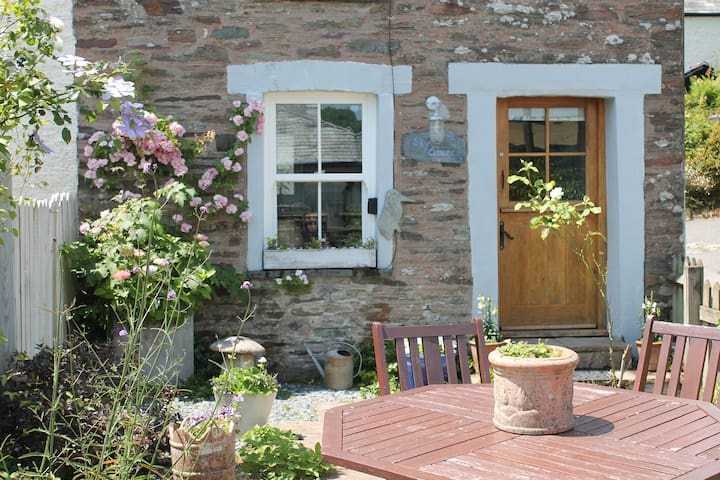 Sky Cottage, traditional Cornish fisherman's home