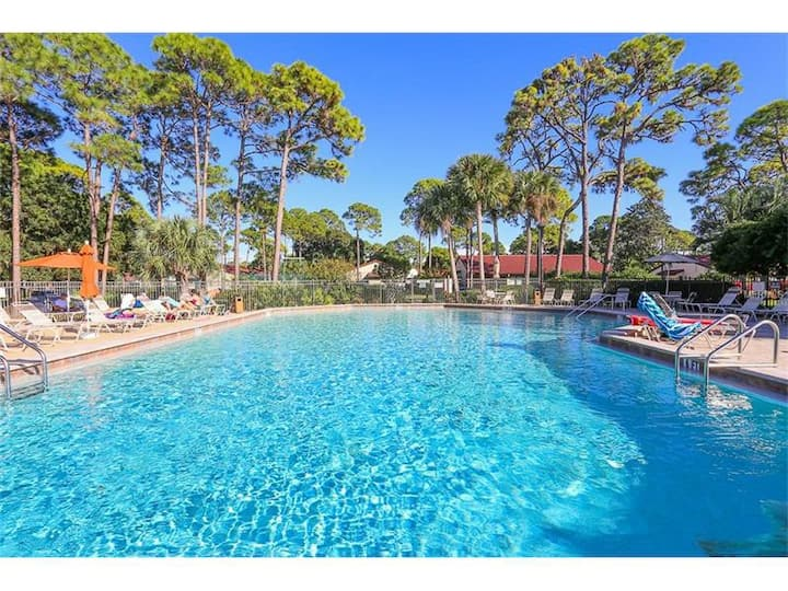 3655 White Pine Ct, Sarasota, FL 34238