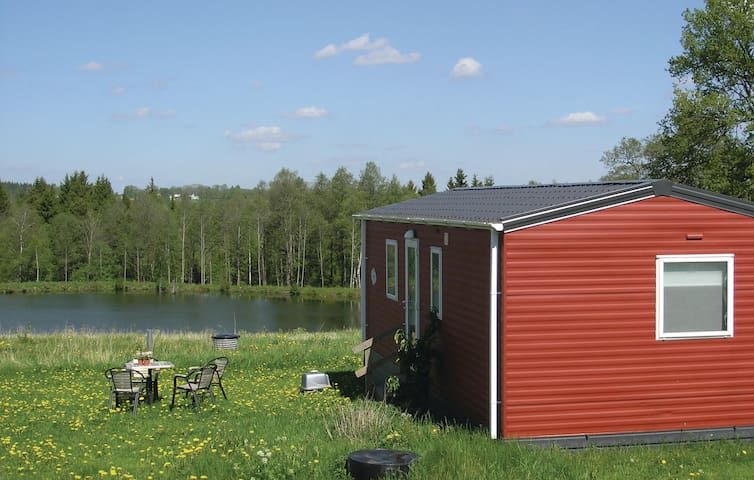 Holiday cottage with 2 bedrooms on 40m² in Dalstorp