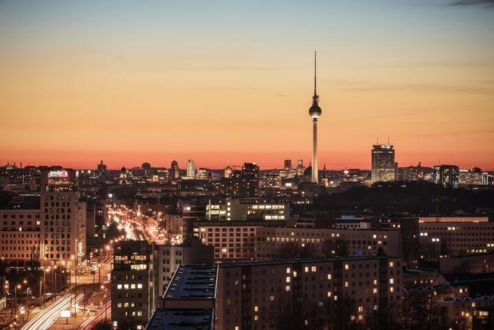 Top Wohnung mit Balkon und Ausblick über Berlin