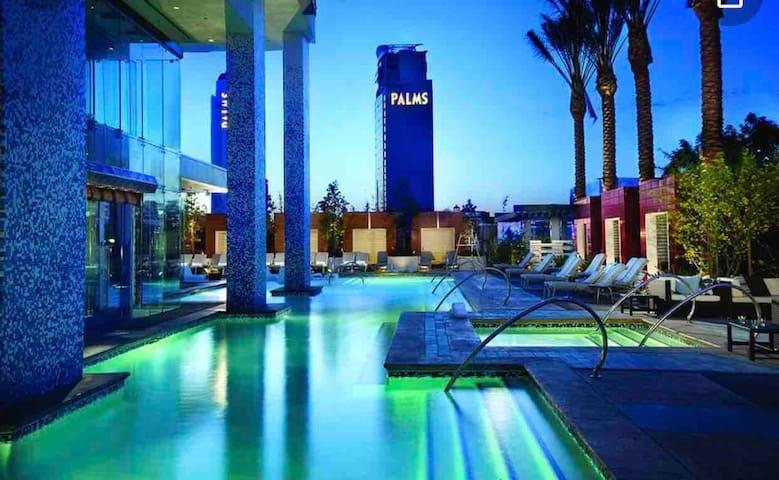 Luxury suite | STRIP VIEW | No resort fee! Kitchen