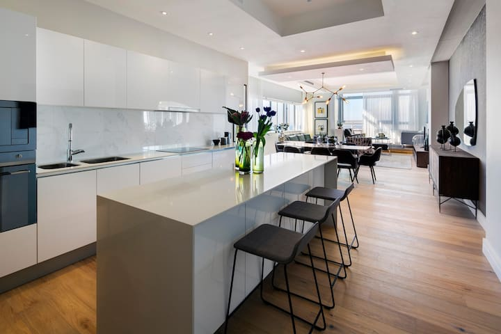 Modern luxury in the heart of the City 2201