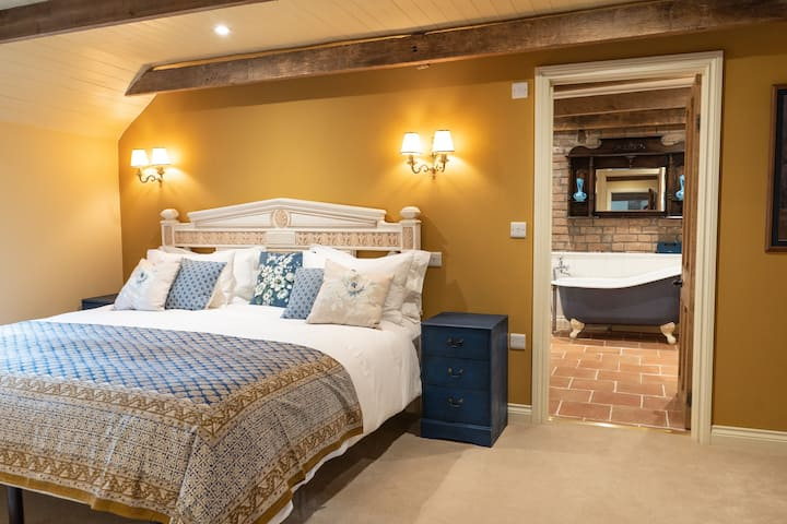 Goose Feather Barn, Wedmore luxury cottage for two