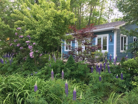 Kaikoura Cottage  - In the Heart of Mahone Bay