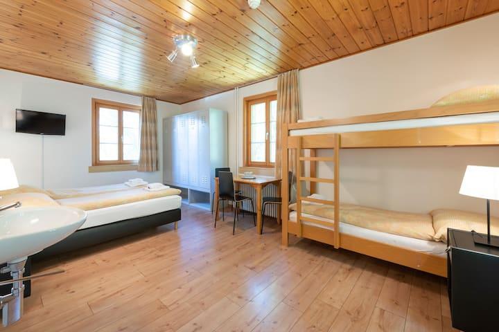 gemütliches Vierbettzimmer im Hostel by Randolins