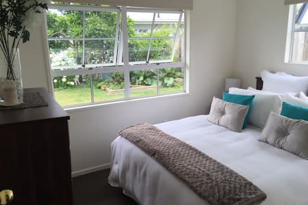 Town Centre Beauty - Breakfast incl - Taupo - Bed & Breakfast