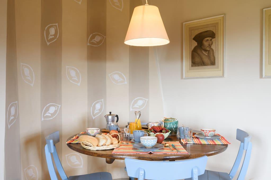 La zona pranzo del soggiorno