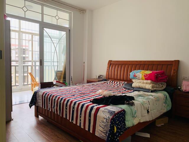 带阳台大卧室,近花湖城铁和万达广场