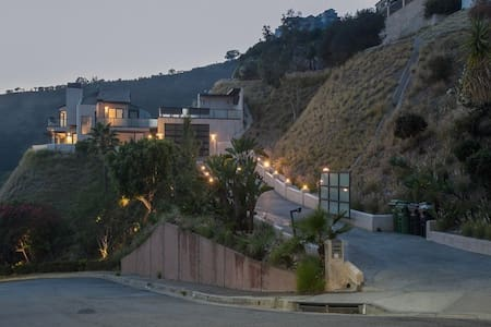 mansion gated views los angeles house