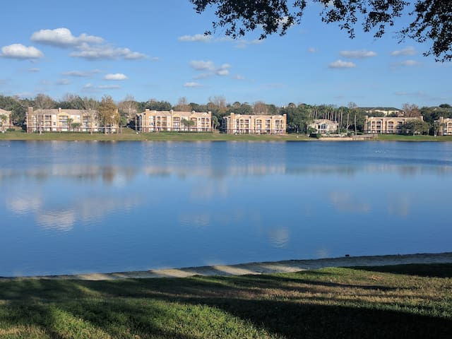 Cozy 2BR/2BA condo near Universal and Sea World.
