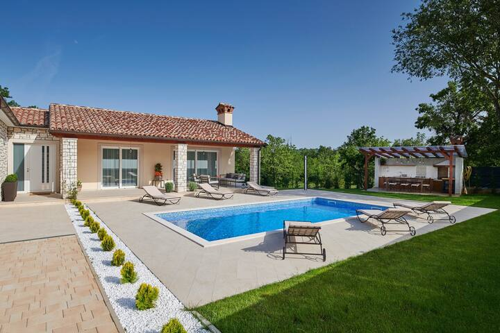 Lovley Villa Celtis with pool in untouched nature