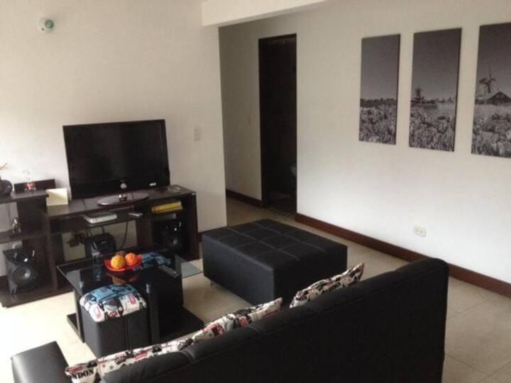 Moderno Apartamento mirando hacia Medellín