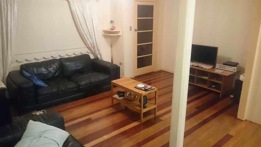 Spacious Clean Quiet room with comf - Stanthorpe - Casa