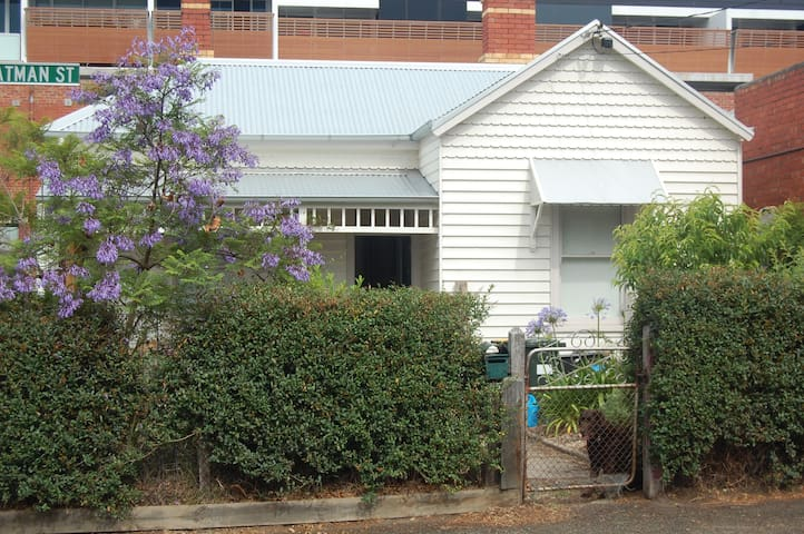 Room in Nth Fitzroy, roomy house, great location.